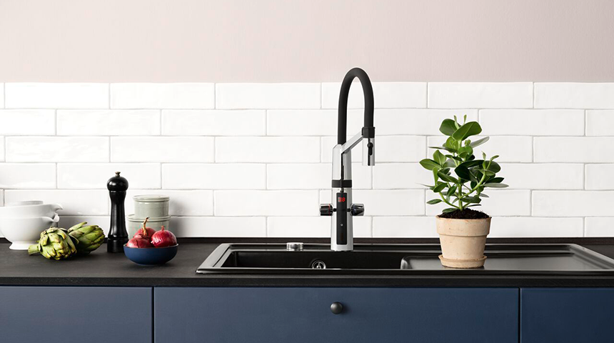 HANSAFIT 65262213 is a prime example of a smart faucet, including touchless function, a temperature display and smart dishwasher valve.