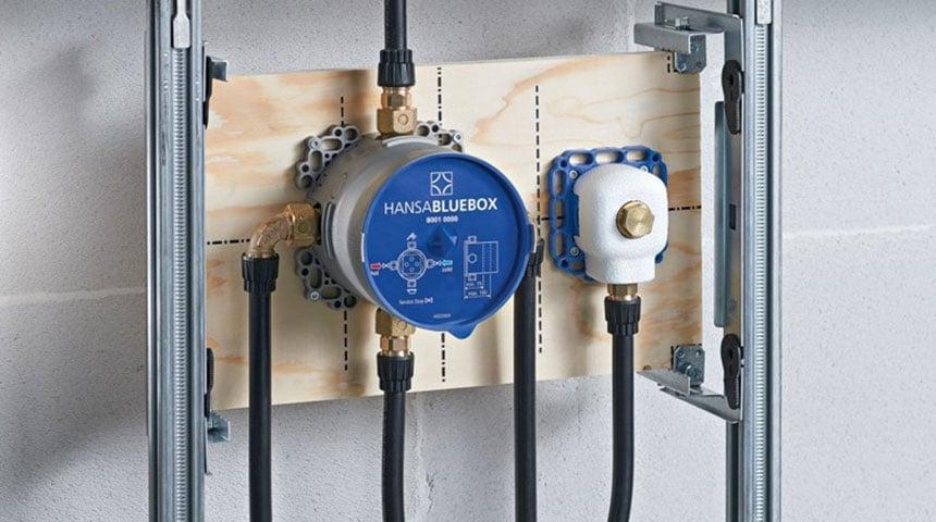 HANSABLUEBOX lässt sich auf allen Untergründen, in allen Einbausystemen und Einbausituationen montieren.