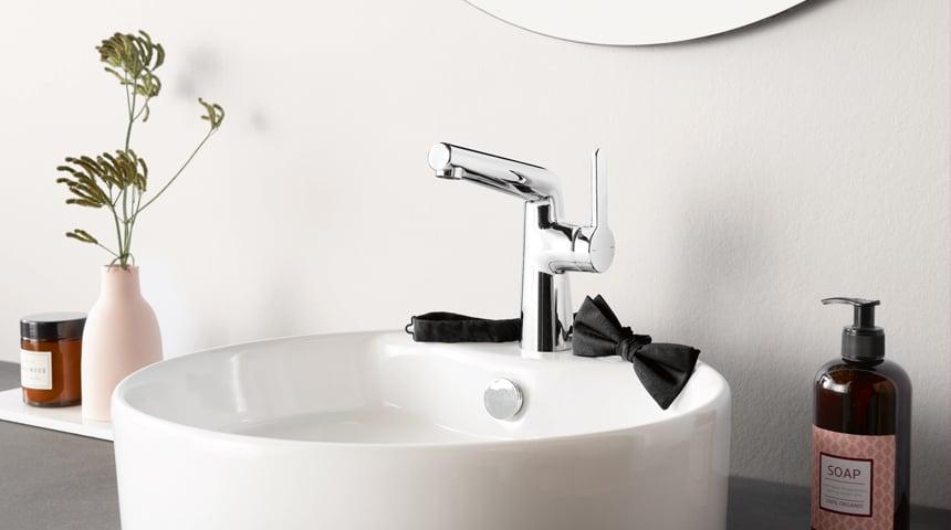 Die seitenbediente Variante der HANSADESIGNO STYLE ist ein absoluter Hingucker im Gäste-WC. Foto: Hansa Armaturen GmbH