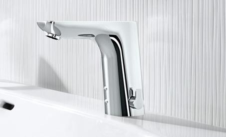 De nombreux robinets intelligents ont un petit levier sur le côté qui permet de régler facilement la température.