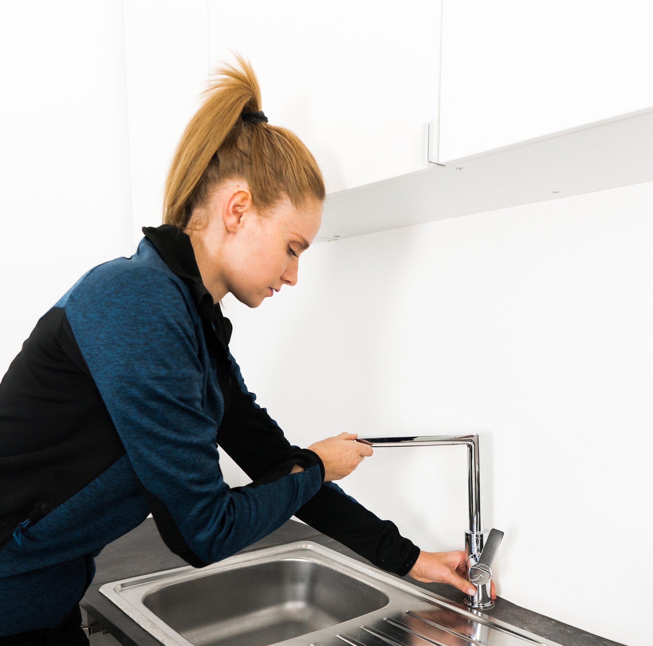 Bei Arbeiten an Spül- und Waschtisch ist Sicherheit das A und O.