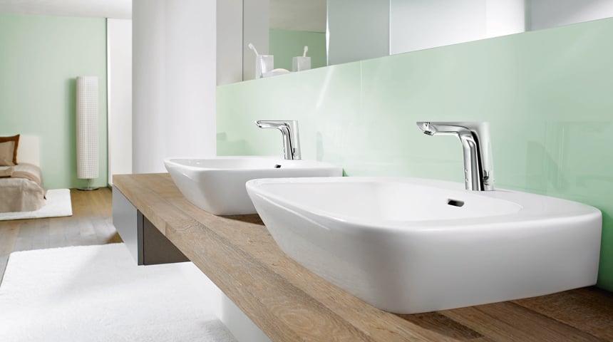 Ein Blickfang am privaten Waschtisch: Die berührungslose HANSALIGNA. Foto: Hansa Armaturen GmbH