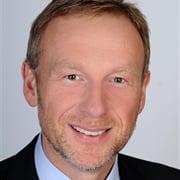 Messe mal anders: Key Account Manager Holger Fähnrich live auf dem digitalen HANSA Messestand der messeQ. Foto: Hansa Armaturen GmbH