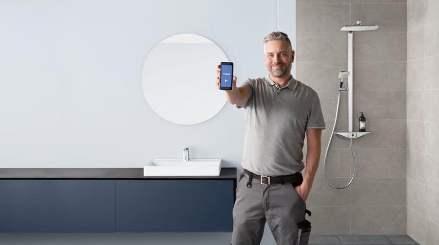 Individueller Duschkomfort: die Programme des Wellfit-Duschsystems HANSAEMOTION lassen sich via App an persönliche Bedürfnisse anpassen. Foto: Hansa Armaturen GmbH