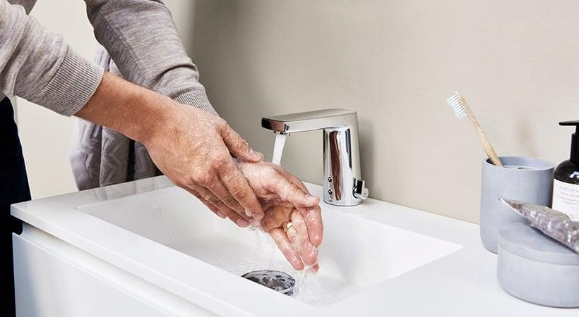 Die berührungslose Bedienung sorgt für maximale Hygiene. Foto: Hansa Armaturen GmbH