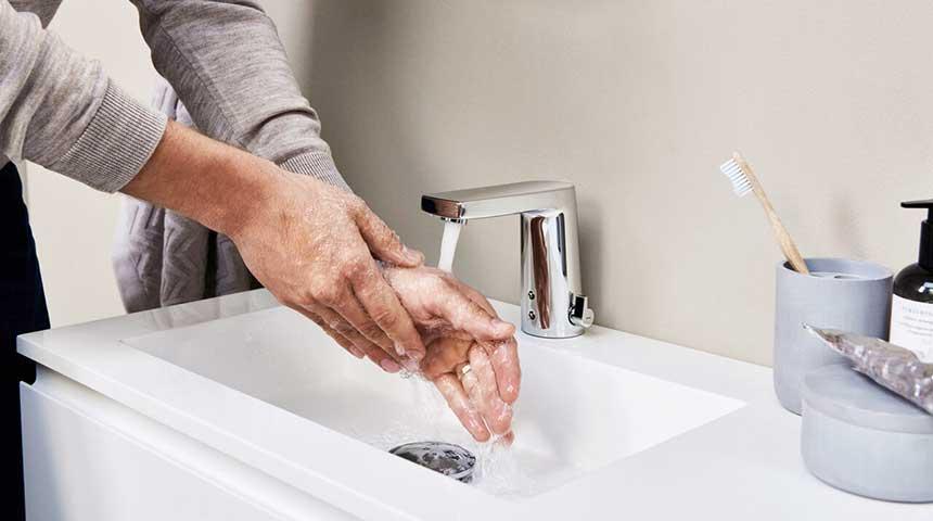 De vier meest voorkomende problemen bij onderhoud van touchless kranen en hoe die op te lossen