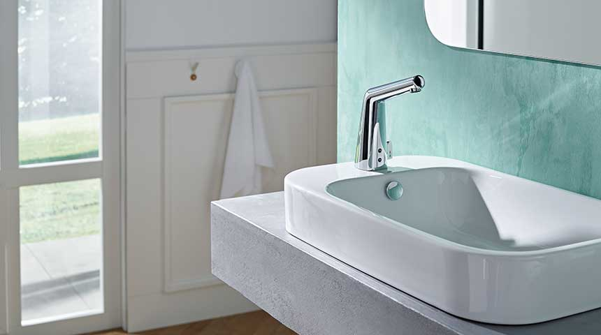 An eye-catcher at the private washstand: the touch-free HANSADESIGNO STYLE